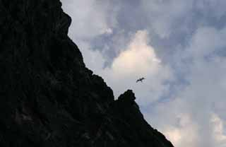 photo,material,free,landscape,picture,stock photo,Creative Commons,A kite above a cliff, cliff, kite, sky, cloud